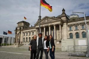 Bundessprecher vorm Reichstagsgebäude